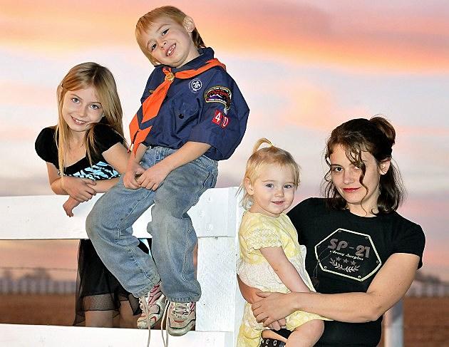Tenneya Roth and children