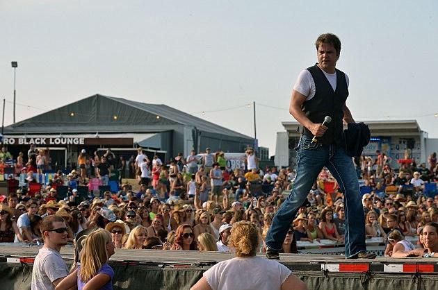 Steve Holy on stage