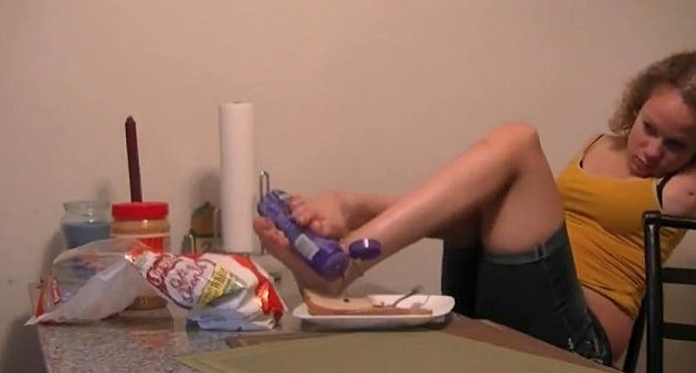 Girl with no arms makes Sandwich with her feet