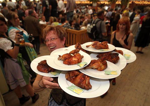 WaitressOctoberfest.jpg