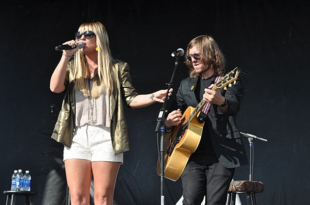 Jaida Dreyer performs with guitary player at Make It Rain Concert