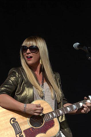 Jaida Dreyer performing during Make it Rain Concert