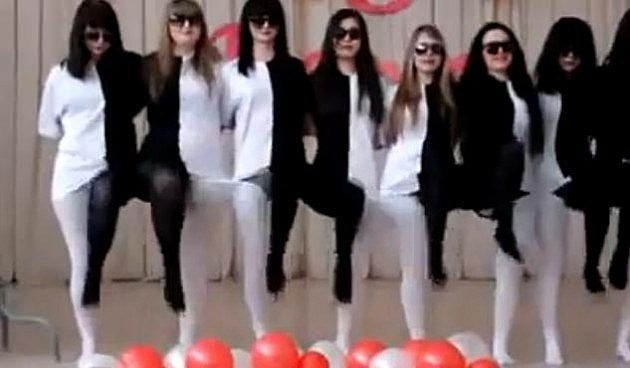 Optical illusion dancers