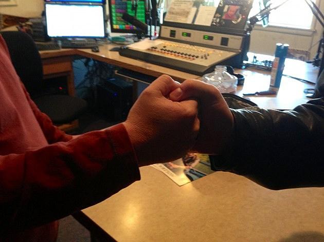 handshake finger clutch