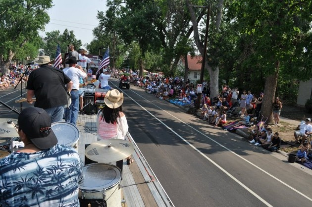 K99 Float Featuring Bob Purcell & The Outriders in Stampede 4th of July Parade