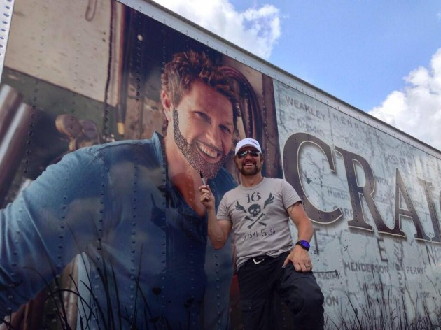 Craig Morgan draws beard on himself on his truck