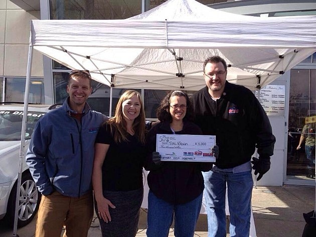 $5,000 Winner Toni Brown with Paul Wozniak from Tri 102.5, Kama from 99.9 the Point, and Todd Harding from K99