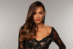 I'm Jana Kramer! Come play volleyball with me!