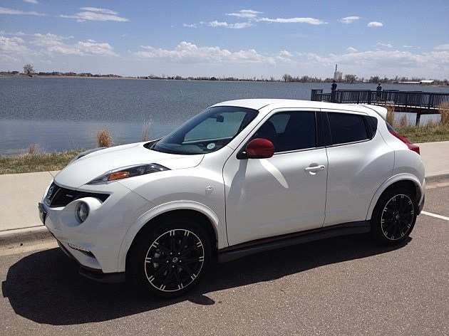 The Nissan Juke in front of Windsor Lake
