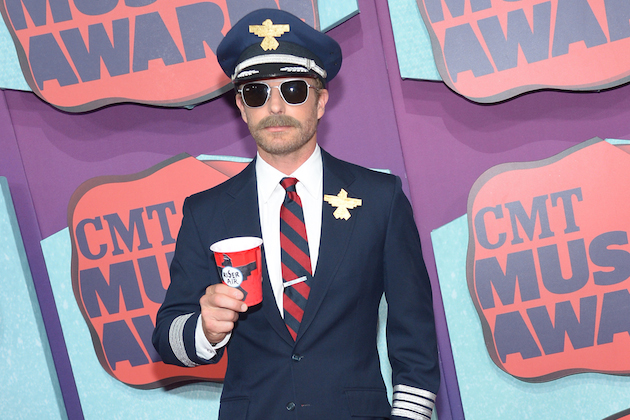 Dierks Bentley dressed as pilot at CMT Music Awards