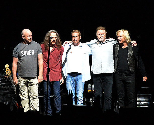 vince gill becomes a member of legendary band the eagles for west coast run. Black Bedroom Furniture Sets. Home Design Ideas