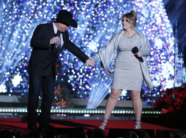 Garth brooks trisha yearwood successful marriage secrets for Trisha yearwood wedding dress